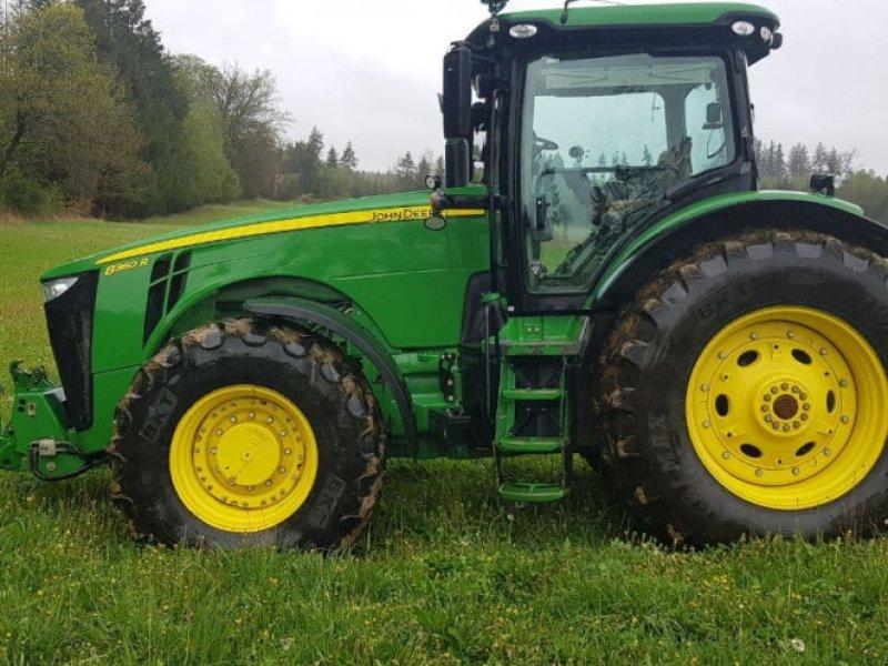Traktor des Typs John Deere 8360R, Gebrauchtmaschine in Gilching (Bild 1)