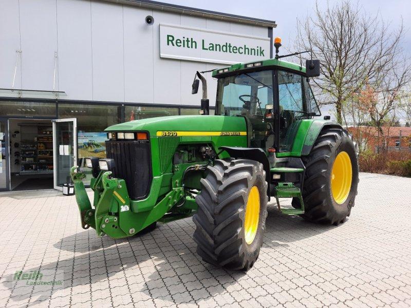 Traktor des Typs John Deere 8400, Gebrauchtmaschine in Siegenburg (Bild 1)