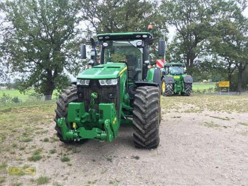Traktor des Typs John Deere 8400R TRAKTOR, Neumaschine in Osterburg (Bild 4)