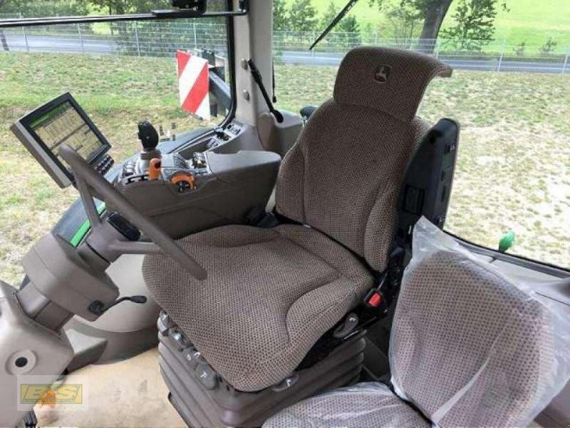 Traktor des Typs John Deere 8400R TRAKTOR, Neumaschine in Osterburg (Bild 6)