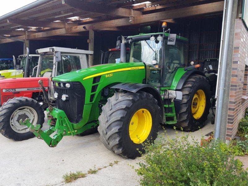 Traktor des Typs John Deere 8430 mit Powershift Getriebe, Gebrauchtmaschine in Honigsee (Bild 1)