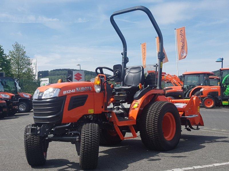 Traktor des Typs Kubota B1241 Allrad, Neumaschine in Olpe (Bild 3)