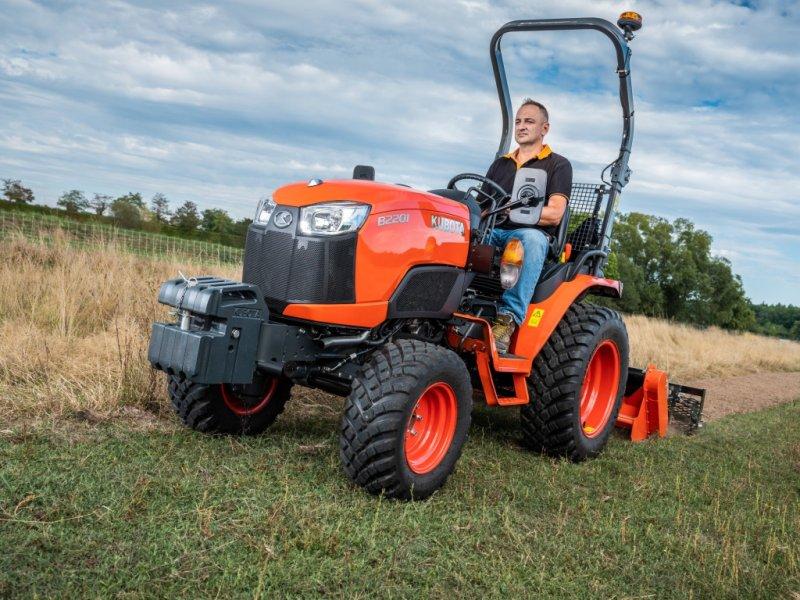 Traktor des Typs Kubota B2201 Allrad, Neumaschine in Olpe (Bild 1)