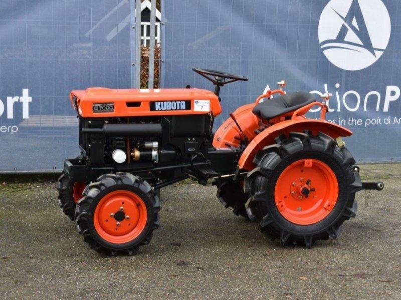 Traktor типа Kubota B7000, Gebrauchtmaschine в Antwerpen (Фотография 1)