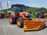 "Traktor типа Kubota M4062 CAB ""Winterdienstpaket"", Neumaschine в Olpe"