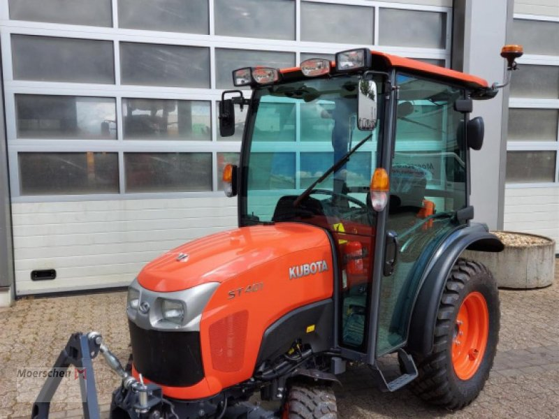 Traktor of the type Kubota ST 401, Neumaschine in Tönisvorst (Picture 1)