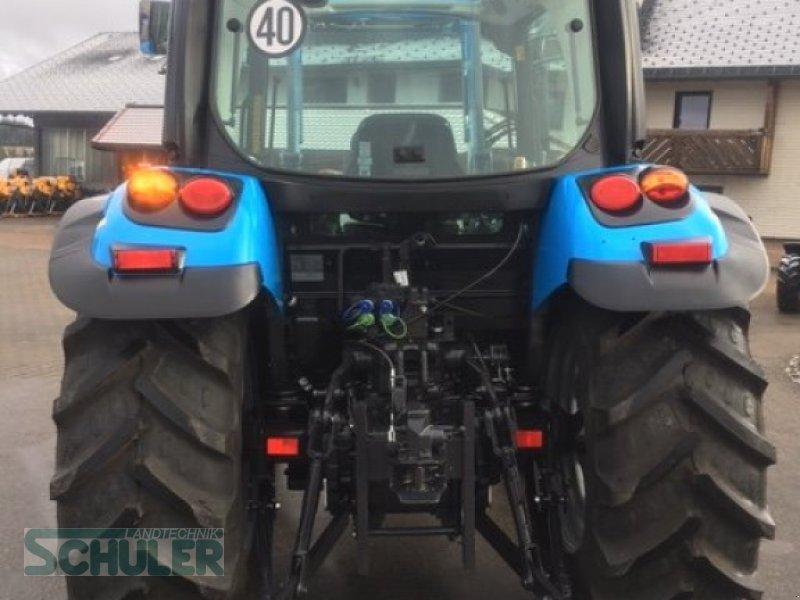 Traktor des Typs Landini 4-070, Neumaschine in St. Märgen (Bild 5)