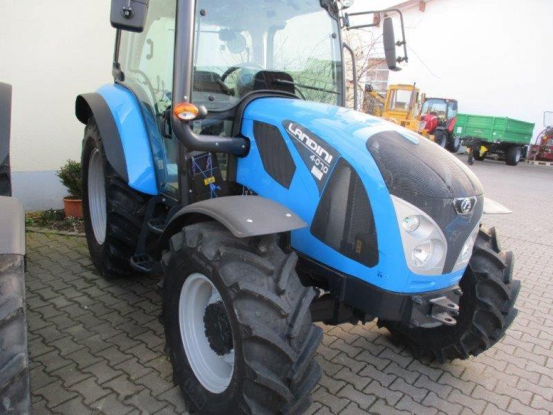 Traktor des Typs Landini 4-070, Neumaschine in Au/Hallertau (Bild 1)