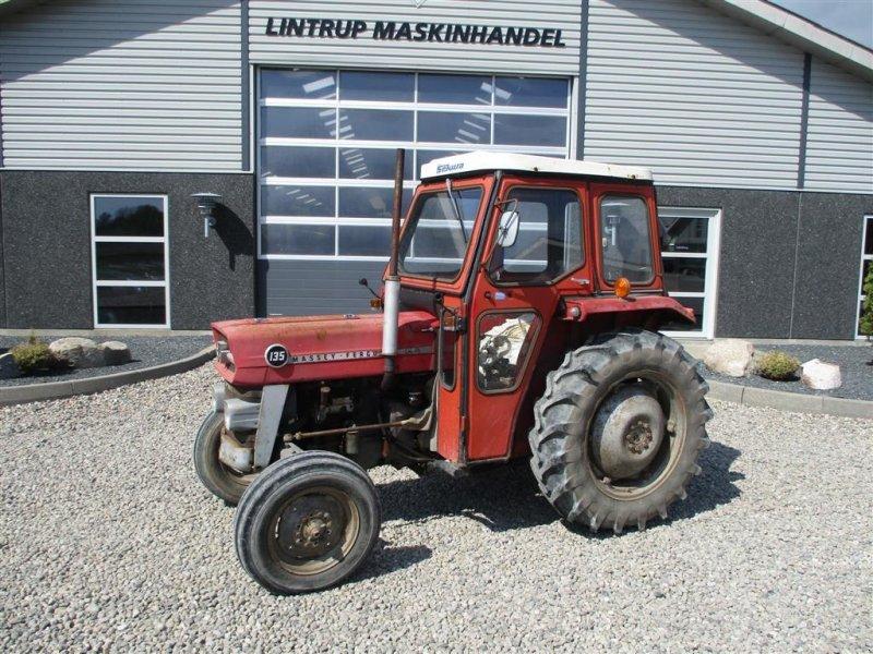 Traktor des Typs Massey Ferguson 135 med lukket kabine, Gebrauchtmaschine in Lintrup (Bild 1)