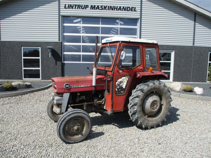 Traktor типа Massey Ferguson 135 med lukket kabine, Gebrauchtmaschine в Lintrup (Фотография 1)