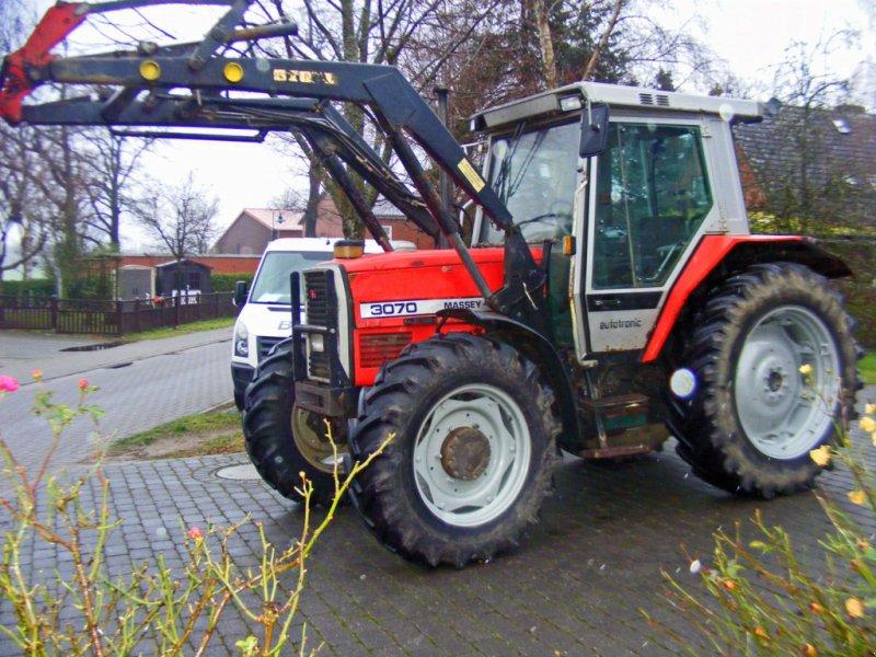 Traktor des Typs Massey Ferguson 3070 Frontlader+Druckluft, Gebrauchtmaschine in Kutenholz (Bild 1)