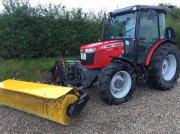 Massey Ferguson 3650A Xtra med GMR fejekost Tractor