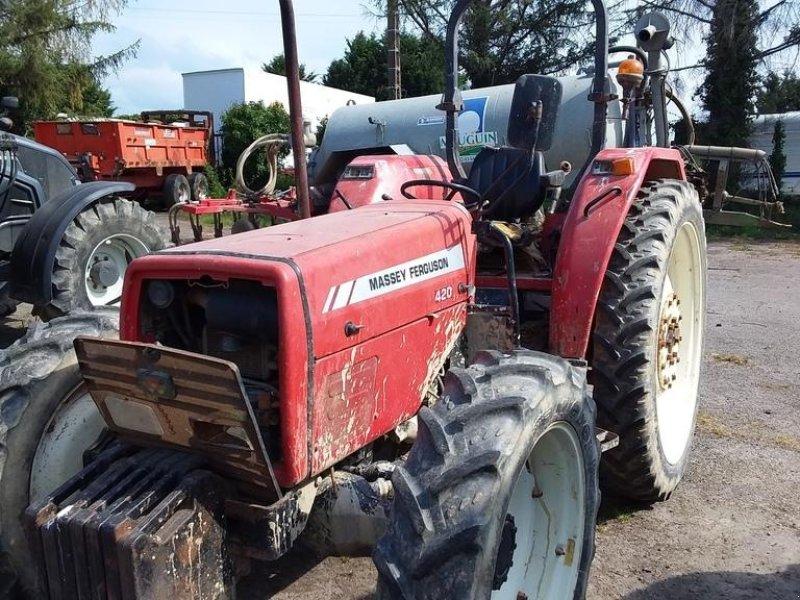 Traktor des Typs Massey Ferguson 420-4, Gebrauchtmaschine in L'HERMITAGE (Bild 1)