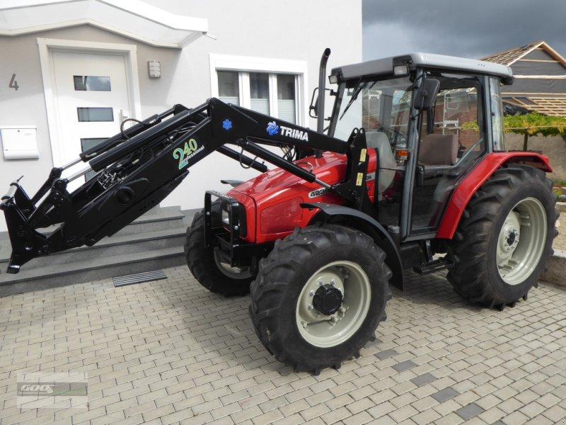 Traktor des Typs Massey Ferguson 4235 Allr. Erst 2800 Std. Mit Trima Industriefrontlader. Sehr guter Zustand!, Gebrauchtmaschine in Langenzenn (Bild 1)