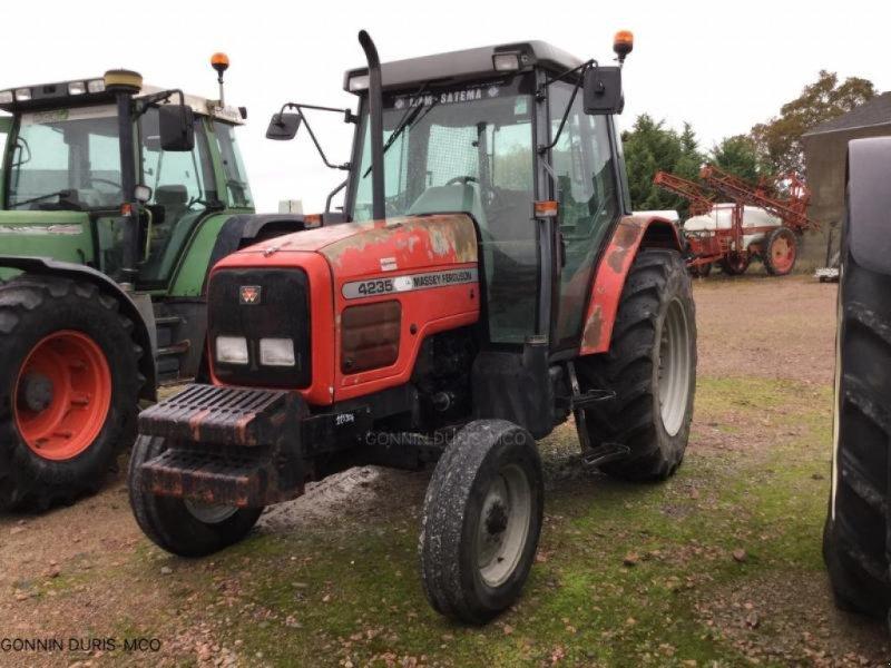 Traktor a típus Massey Ferguson 4235, Gebrauchtmaschine ekkor: NOYERS-SUR-CHER (Kép 1)