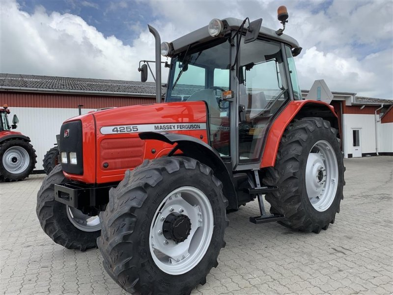 Traktor типа Massey Ferguson 4255 KUN 4600 TIMER!, Gebrauchtmaschine в Aalestrup (Фотография 1)