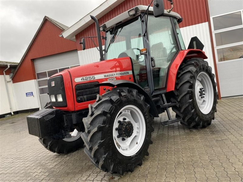 Traktor a típus Massey Ferguson 4255 MED VENDEGEAR OG NÆSTEN NYE DÆK!, Gebrauchtmaschine ekkor: Aalestrup (Kép 1)