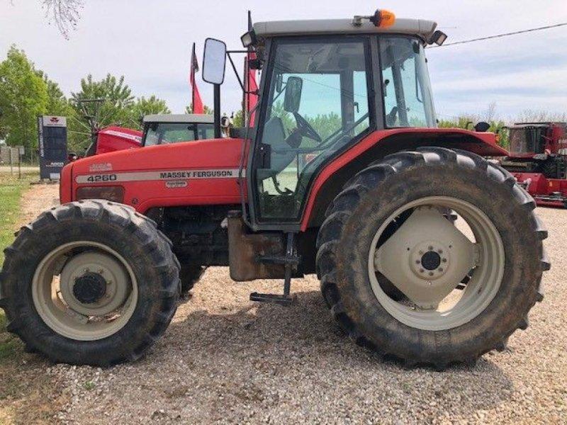 Traktor des Typs Massey Ferguson 4260, Gebrauchtmaschine in LIZAC (Bild 1)