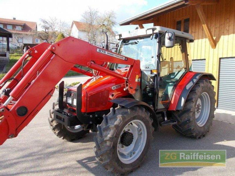 Traktor des Typs Massey Ferguson 4325, Gebrauchtmaschine in Waldshut-Tiengen (Bild 1)
