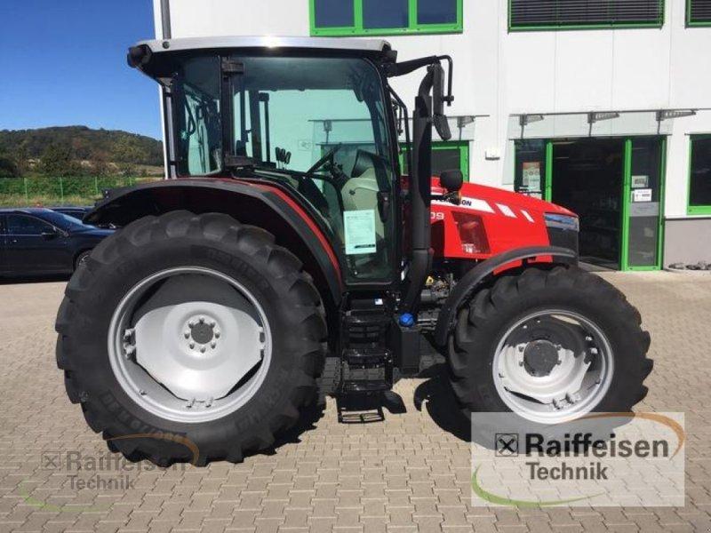 Traktor des Typs Massey Ferguson 5709 Global Dyna-4, Gebrauchtmaschine in Petersberg (Bild 2)