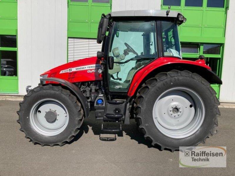 Traktor des Typs Massey Ferguson 5709S Dyna-4 Efficient, Neumaschine in Eslohe (Bild 1)