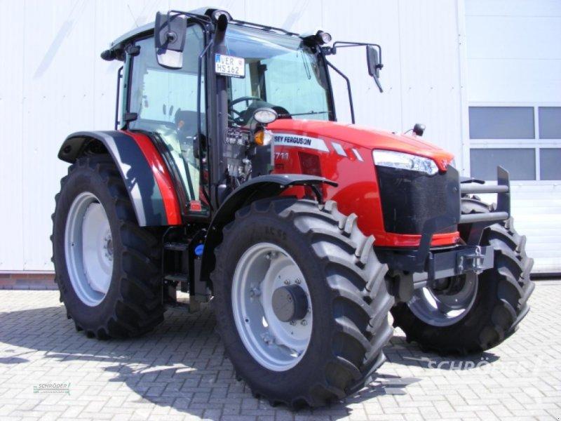 Traktor des Typs Massey Ferguson 5711 CAB DYNA-4 ESSE, Gebrauchtmaschine in Scharrel (Bild 1)
