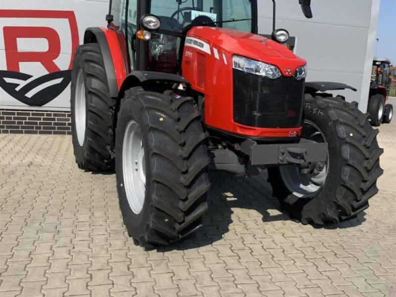 Traktor типа Massey Ferguson 5711 Cab4WD Dyna-4MR, Gebrauchtmaschine в Sulingen (Фотография 1)