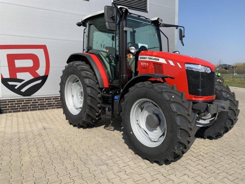 Traktor типа Massey Ferguson 5711 Cab4WD Dyna-4MR, Gebrauchtmaschine в Sulingen (Фотография 3)