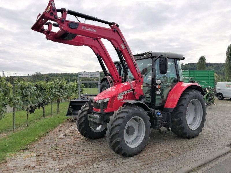 Traktor des Typs Massey Ferguson 5711 SL, Neumaschine in Bad Mergentheim (Bild 1)