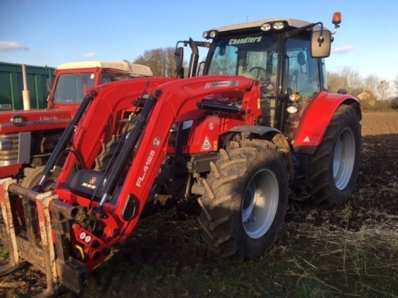 Traktor of the type Massey Ferguson 5712 SL, Gebrauchtmaschine in Grantham (Picture 1)
