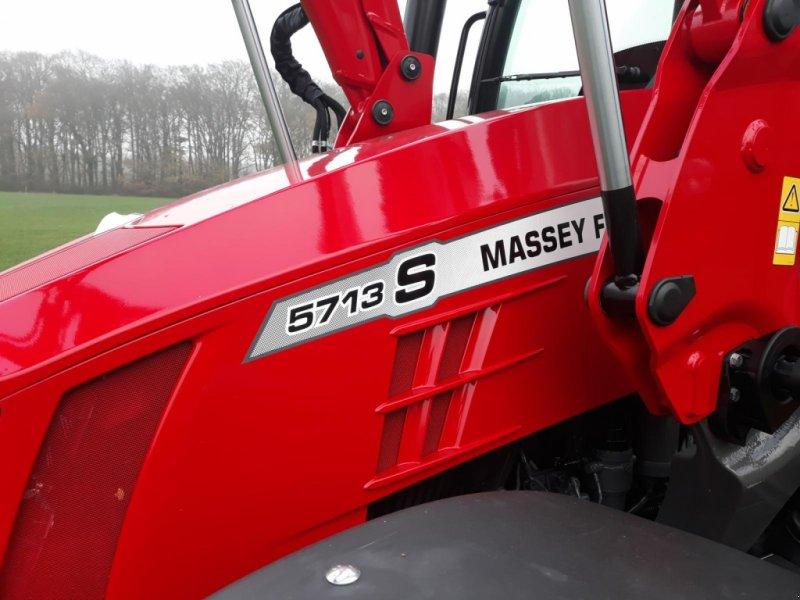 Traktor des Typs Massey Ferguson 5713 S, Gebrauchtmaschine in Itterbeck (Bild 1)