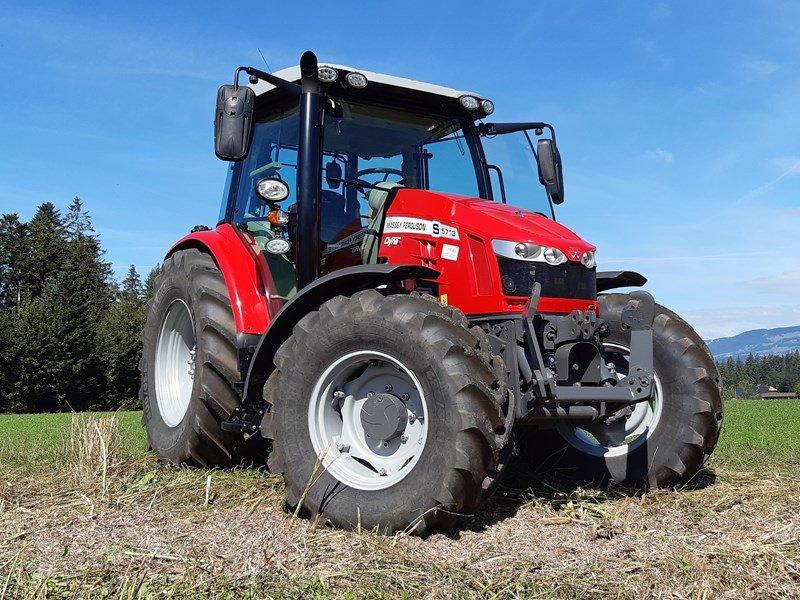 Traktor типа Massey Ferguson 5713 S, Ausstellungsmaschine в Hindelbank (Фотография 1)