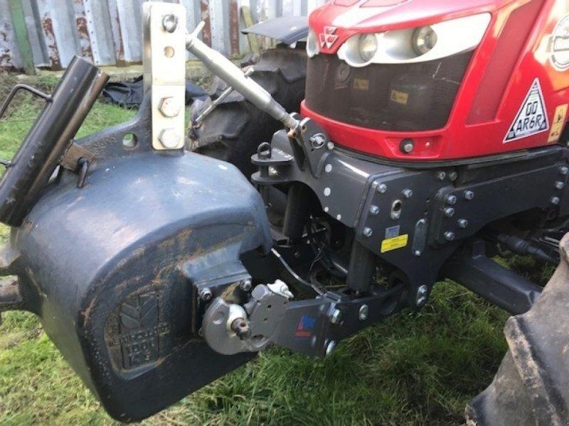Traktor of the type Massey Ferguson 5713 SL, Gebrauchtmaschine in Grantham (Picture 4)