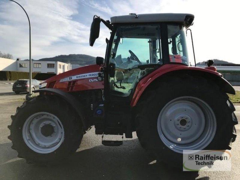 Traktor des Typs Massey Ferguson 5713S Dyna-6 Efficient, Gebrauchtmaschine in Eslohe (Bild 3)