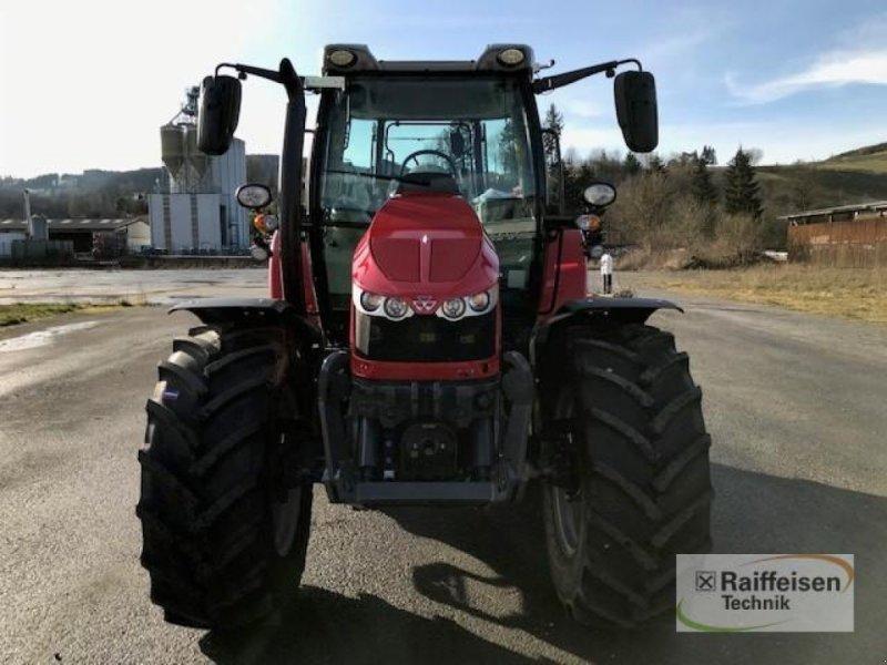 Traktor des Typs Massey Ferguson 5713S Dyna-6 Efficient, Gebrauchtmaschine in Eslohe (Bild 4)