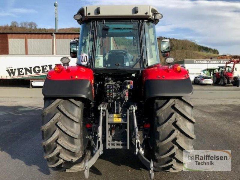 Traktor des Typs Massey Ferguson 5713S Dyna-6 Efficient, Gebrauchtmaschine in Eslohe (Bild 6)