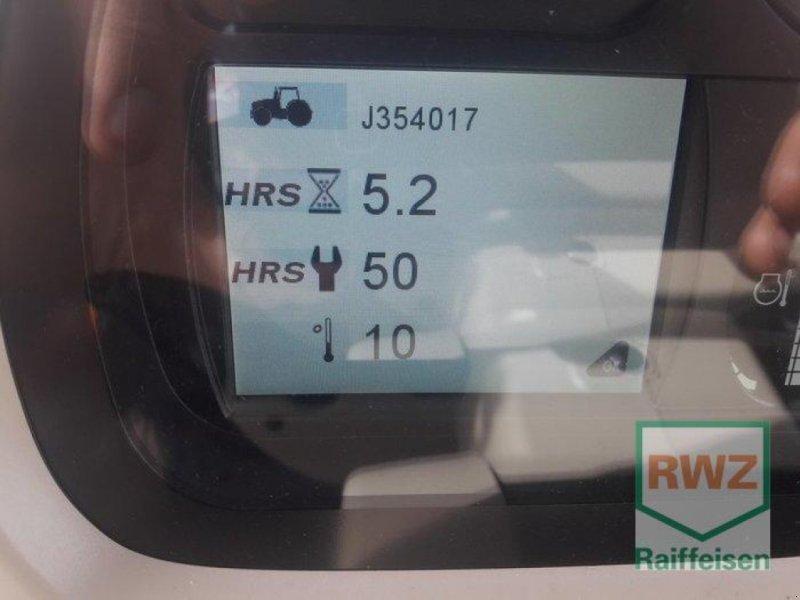 Traktor des Typs Massey Ferguson 5713S Dyna-6 EFFICIENT, Neumaschine in Kruft (Bild 3)
