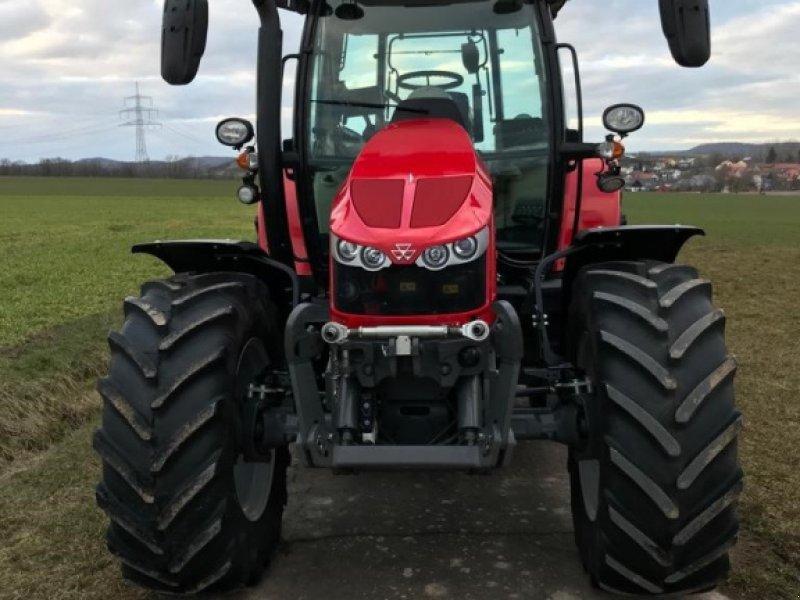 Traktor des Typs Massey Ferguson 5713S Dyna-6, Gebrauchtmaschine in Ansbach (Bild 2)