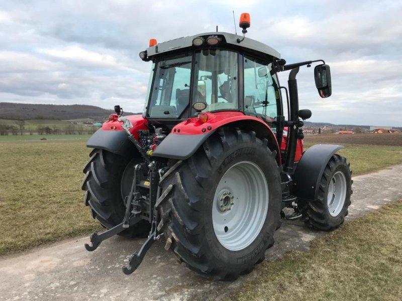 Traktor des Typs Massey Ferguson 5713S Dyna-6, Gebrauchtmaschine in Ansbach (Bild 4)