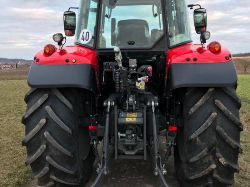 Traktor des Typs Massey Ferguson 5713S Dyna-6, Gebrauchtmaschine in Ansbach (Bild 5)