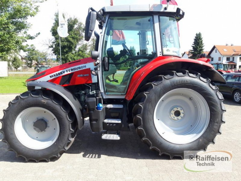 Traktor des Typs Massey Ferguson 5S. 125 Dyna-4 Efficient, Gebrauchtmaschine in Trendelburg (Bild 1)
