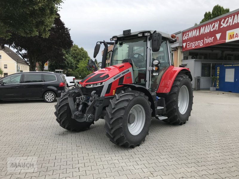 Traktor типа Massey Ferguson 5S.115 Dyna-4, Neumaschine в Burgkirchen (Фотография 1)