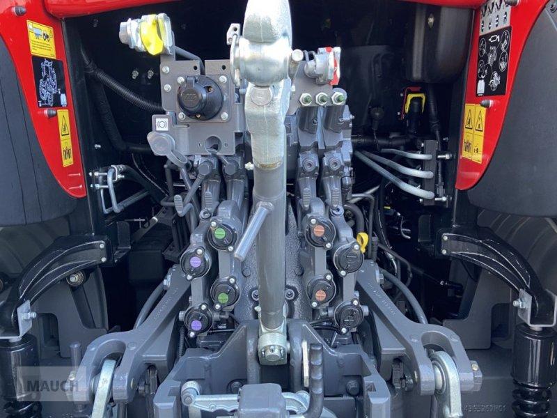 Traktor des Typs Massey Ferguson 6713S Dyna 6 S5 Euroline, Neumaschine in Burgkirchen (Bild 6)