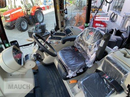 Traktor des Typs Massey Ferguson 6713S Dyna 6 S5 Euroline, Neumaschine in Burgkirchen (Bild 12)