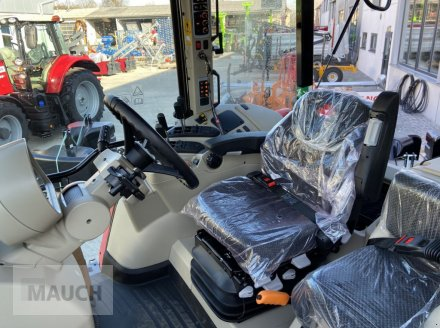 Traktor des Typs Massey Ferguson 6713S Dyna 6 S5 Euroline, Neumaschine in Burgkirchen (Bild 10)