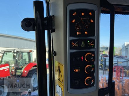 Traktor des Typs Massey Ferguson 6713S Dyna 6 S5 Euroline, Neumaschine in Burgkirchen (Bild 13)