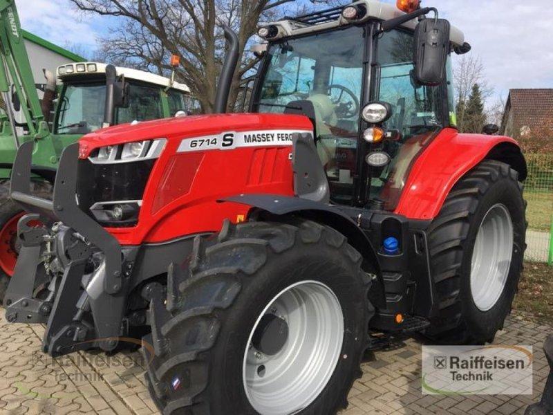 Traktor des Typs Massey Ferguson 6714S Dyna-VT-19 Exclusive, Gebrauchtmaschine in Tülau-Voitze (Bild 1)