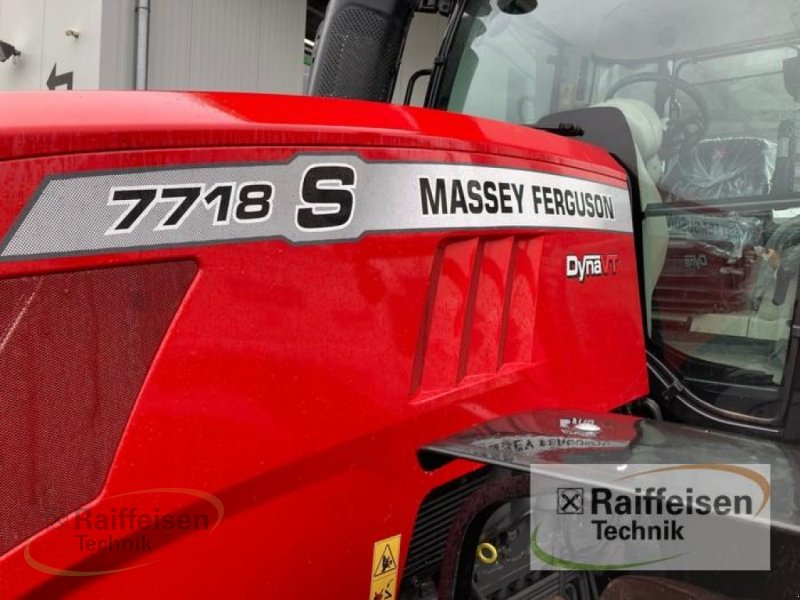 Traktor des Typs Massey Ferguson 7718 Dyna-VT Efficient, Gebrauchtmaschine in Bad Hersfeld (Bild 4)