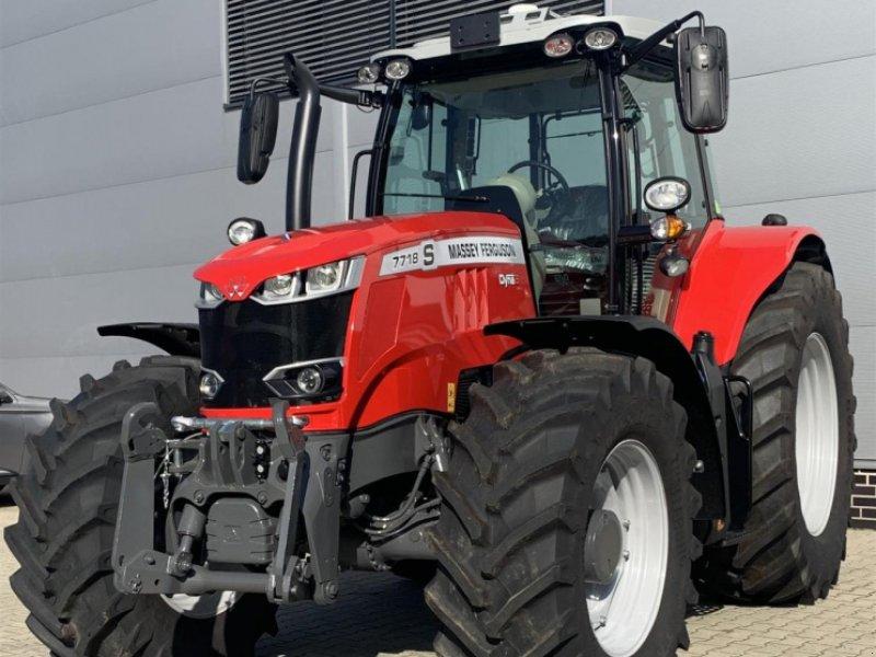 Traktor des Typs Massey Ferguson 7718S D6 New Exclusi, Neumaschine in Sulingen (Bild 1)