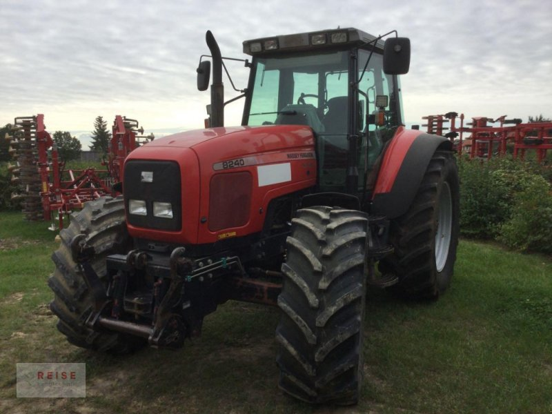 Traktor des Typs Massey Ferguson 8240, Gebrauchtmaschine in Lippetal / Herzfeld (Bild 1)